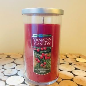NEW! YANKEE CANDLE Spicy Pepperberry & Spruce